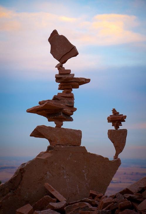 فن موازنة الصخور ckfu1456601511125.jp