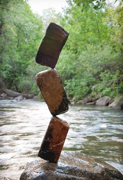 فن موازنة الصخور ckfu145660170172.jpg