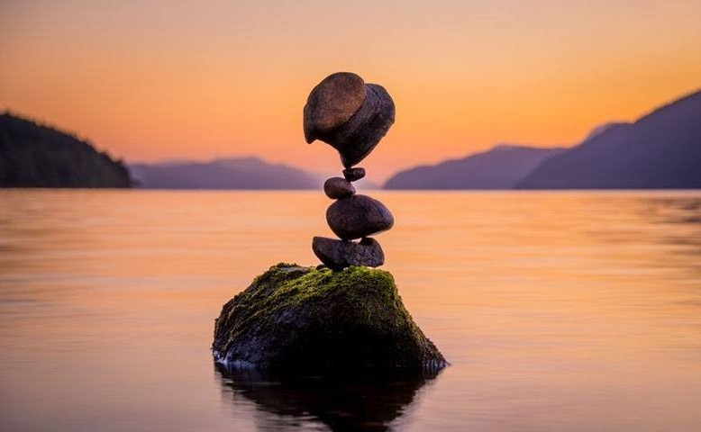 فن موازنة الصخور ckfu1456601951381.jp